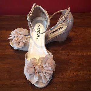 Girl's Nude color heels